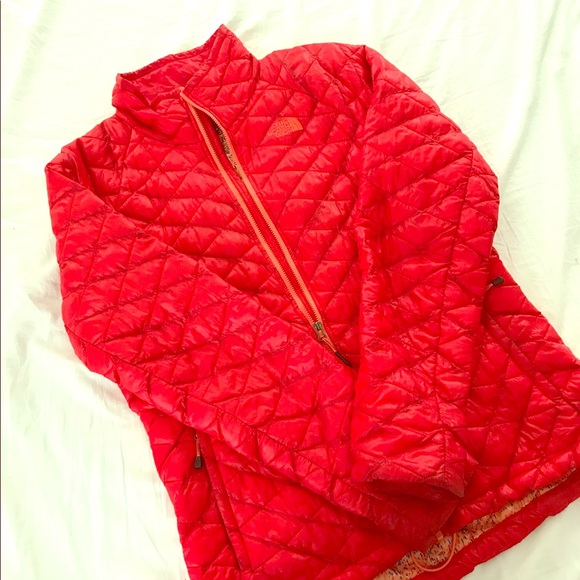 968bd2ee5 Red North Face Thermoball Jacket Women M